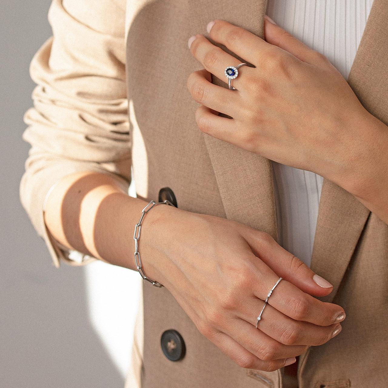 Joyas ideales para tu outfit de oficina en oro blanco y diamantes