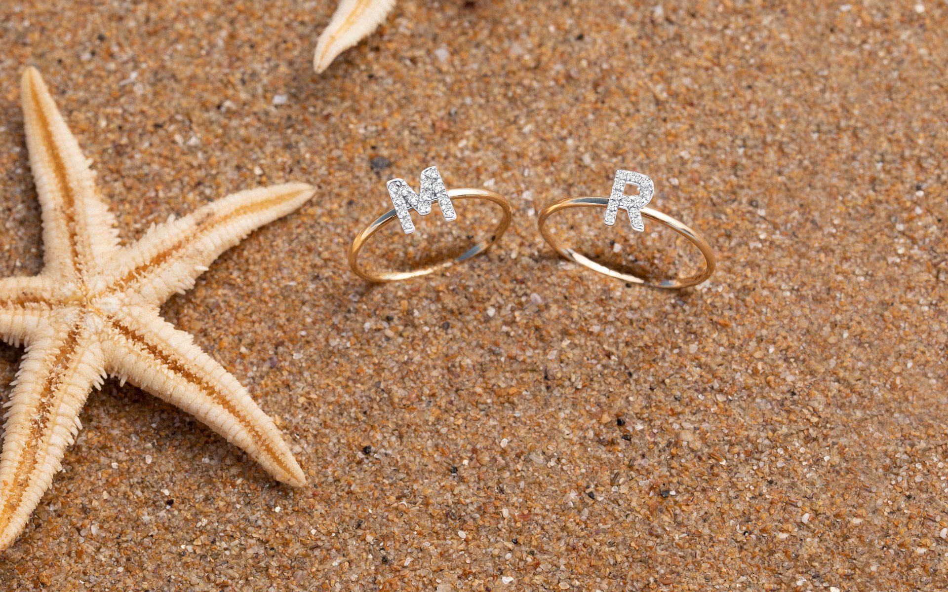 Verano Inspiración de regalo sortijas de iniciales oro y diamantes