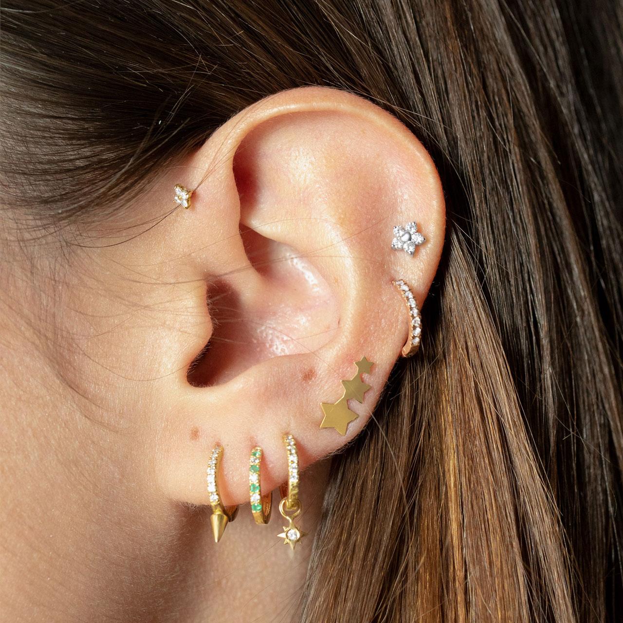 Piercings oreja diamantes cartílago hélix y antitragus