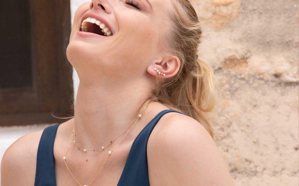 Pendientes tipo Ear Cuff de perlas y oro de 18 Kt elegantes