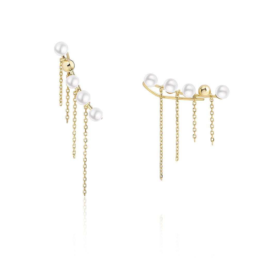 Pendiente Ear Cuff con diseño de perlas y cadenas montados en oro amarillo de 18 Kt