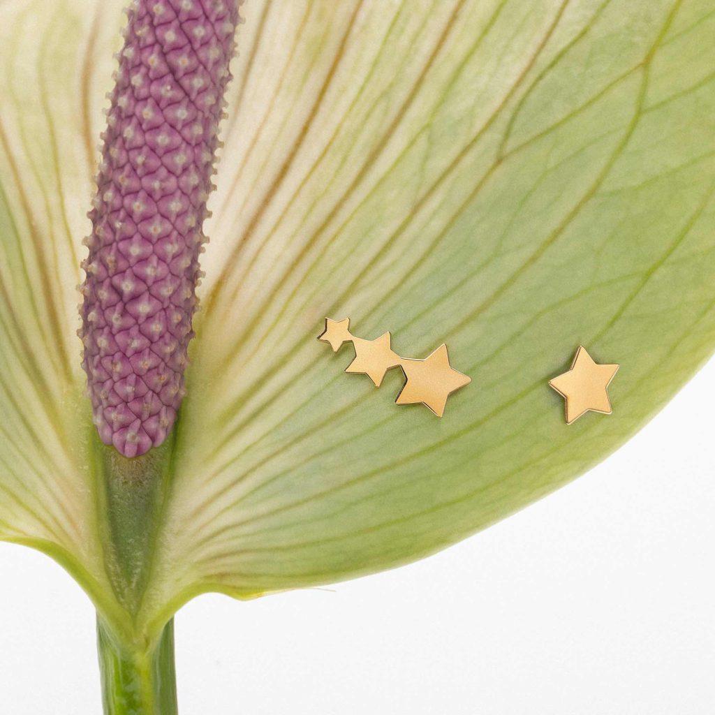 Pendientes Ear Cuff cierre presión asimétricos estrellas oro